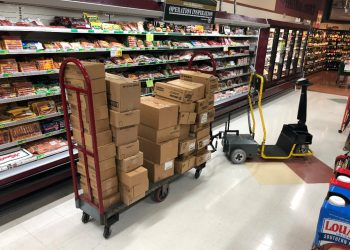 amigo-mobility-dex-tugger-for-stocking-and-order-fulfillment